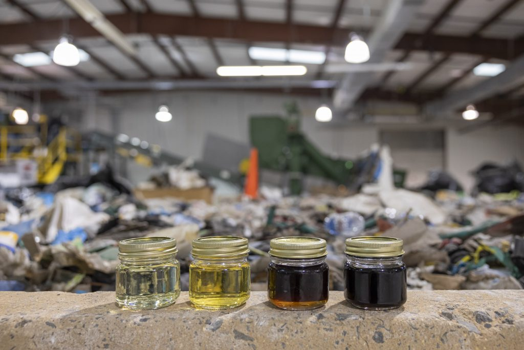 pyrolysis of plastics to oil